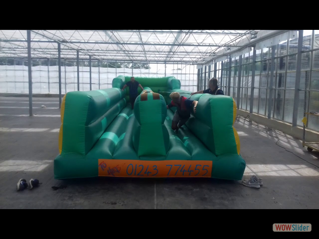 Marc and Simon battle it out on the bungee run