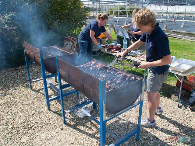 Top chefs Daria and Camilla prepare the meat